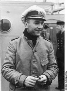 Kapitanleutnant Gunther Prien 1940 [Bundesarchiv, Bild 183-2006-1130-500/ Schulze, Annelise (Mauritius)/ CC-BY-SA, wikimedia]