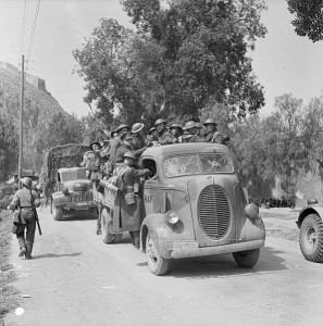 Greece 1941: British forces retreat in the face of the German onslaught [Public domain, Imperial War Museum/wiki]