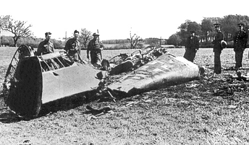 The wreckage of Rudolf Hess's Messerschmitt 110, after crashing on Bonnyton Moor, Scotland, on the night of 10/11 May 1941 [Public domain, Ian Dunster, wiki]