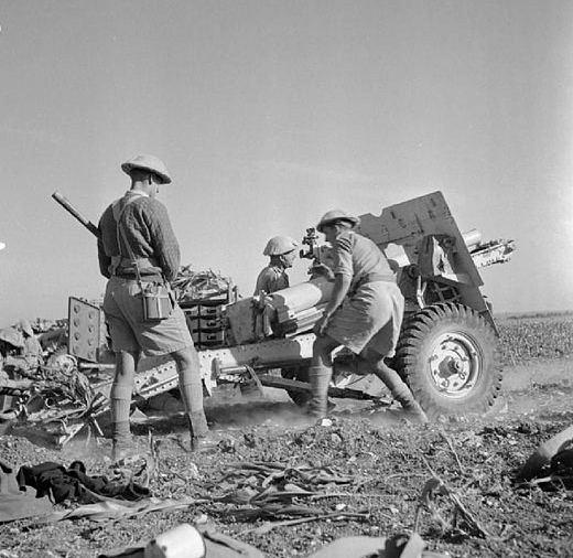 British twenty-five pounder field gun in action during the advance into Syria, June 1941 [Public domain, Imperial War Museum, wiki]