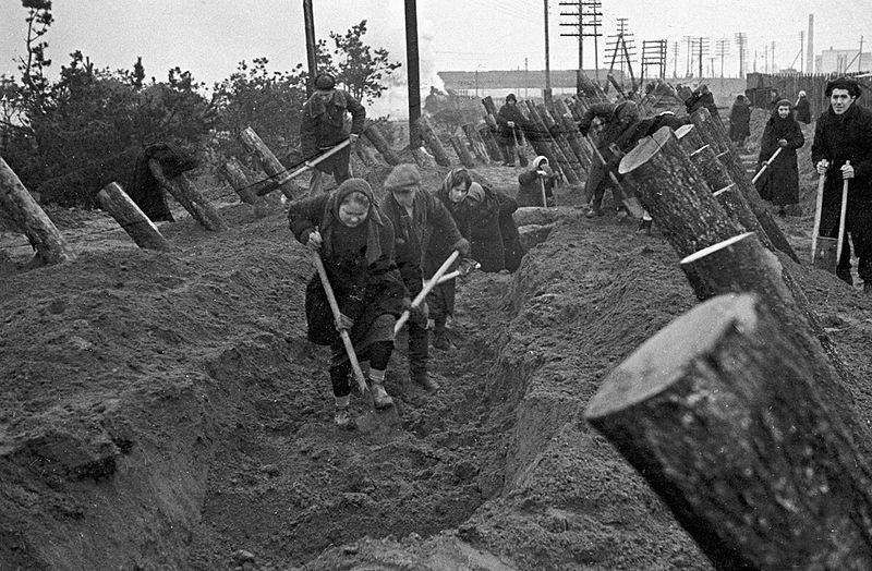 Russian civilians constructing anti-tank fortifications west of Moscow, fall 1941 [RIA Novosti archive, image #3500 / B. Vdovenko / CC-BY-SA 3.0, wiki]