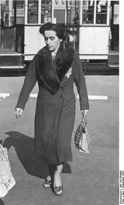 Woman in Berlin, September 1941 [Bundesarchiv/wiki]