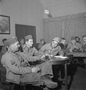 US soldiers enjoy British beer at a NAAFI canteen in the UK [Public domain, IWM, wiki]
