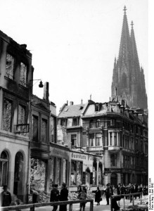 Bomb damage in Cologne, photo taken June 1942 [Bundesarchiv, Bild 121-1334 / CC-BY-SA]