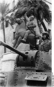 Equestrian statue of Benito Mussolini stands behind Italian medium tank, Tripoli [Bundesarchiv, Bild 183-B11231]
