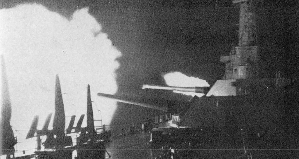 The battleship USS Washington fires on Japanese battleship Kirishima during the Naval Battle of Guadalcanal, 14-15 November 1942 [Public domain, wiki]