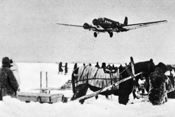 Junkers 52 approaching Stalingrad, late 1942 [Public domain, wiki]