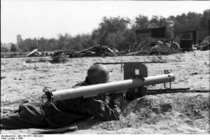 German soldier aims 'Raketenpanzerbuchse', 1944 [Bundesarchiv Bild 101l-671-7482-08A, author: Lysiak]