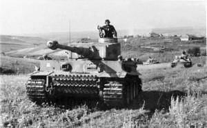 Panzer VI (Tiger) tank of the Waffen-SS Division 'Das Reich' near Kursk [Bundesarchiv_Bild_Zschaeckel-207-12]
