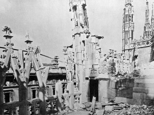 Section of the roof of Milan Cathedral, 1943 [Public domain]