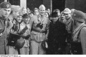 Otto Skorzeny (centre) next to Mussolini, after the latter was freed during the Gran Sasso raid, 12 September 1943 [Bundesarchiv Bild 101I-567-1503C-15]