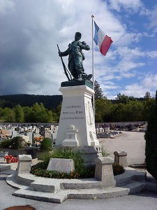War memorial in Oyonnax [Author: Jejecam, GNU Free Documentation License Version 1.2, Wikimedia]