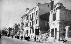 A street scene in Vilnius, 1944 [Public domain]